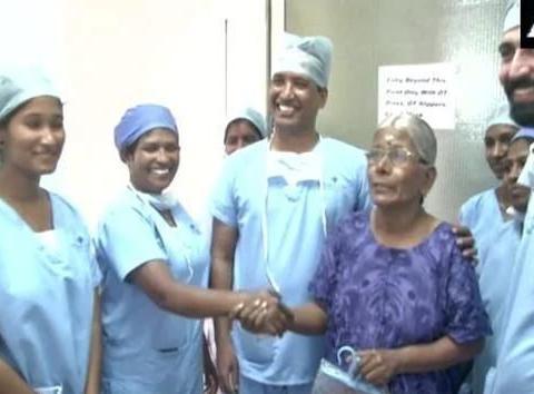 印度大妈手术取出罕见肿瘤:重7公斤长30cm,右肾子宫一同被切