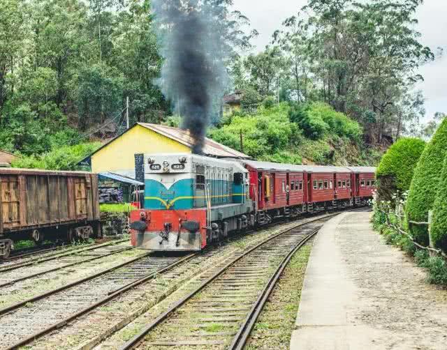 """斯里兰卡最""""美""""火车,行驶在两千米高山,景色美如仙境"""