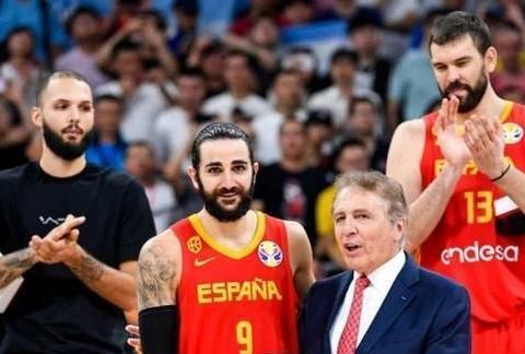 西班牙夺冠后,擅自剪掉篮网,这是素质问题?球迷切勿上纲上线