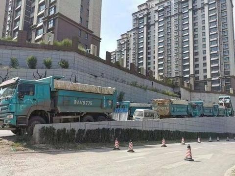 渣土车运输扰民?济南交警部门:将落实建筑工地分时开工制度