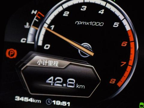 公认最耗油的5大汽车!能不买就尽量避开,不然每月多加两箱油