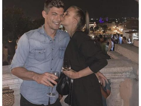 邓文迪与男友分手 23岁的匈牙利男模公开新恋情