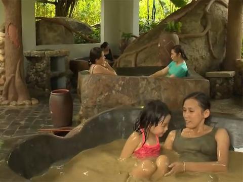 """全球""""最脏""""温泉,泡池似鸟蛋,受到大量女游客的喜爱!"""