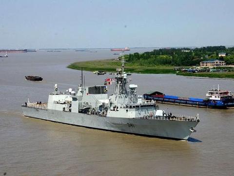 火控雷达全程开机,无视大国强烈反对,又一国派出战舰穿越海峡