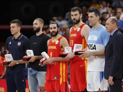 致敬!西班牙男篮如愿登顶,同一块场地卢比奥从神童成长为MVP