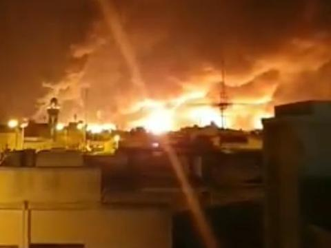 沙特石油设施再遭袭,大量减产危及世界油价,替美冲锋却成受害者