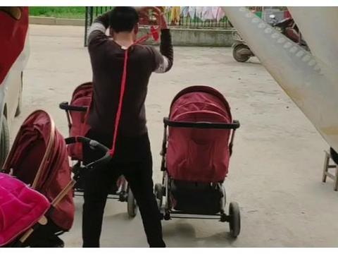 """""""专业车夫奶爸""""带三胞胎遛弯,网友:传说中的拖家带口?"""