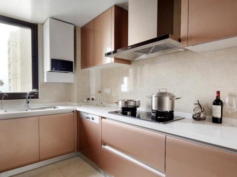 越来越多人厨房不装吊柜了,他们喜欢这样设计,后悔我家发现晚了