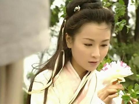 袁洁莹:这个笑起来酷酷的女孩,她的古装剧可是承包了很多人童年