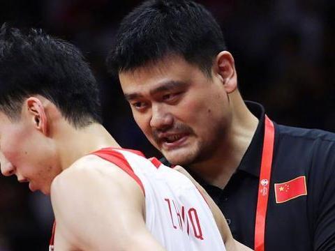 协高层造谣?称中国篮球注册人口不足一千,送别洋帅握手遭拒