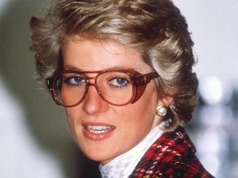 37年前戴安娜怀着威廉,与伊丽莎白泰勒同框,孕妈的美貌赛过明星