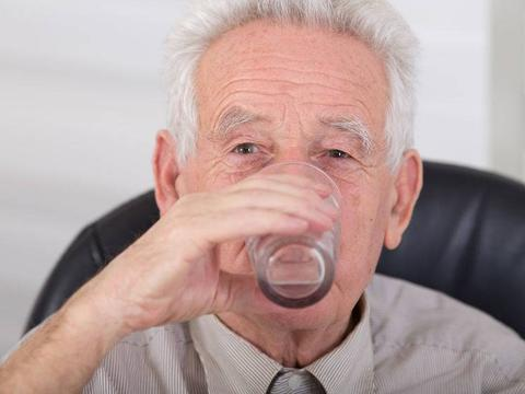 血液在一天中这2个时间段最黏稠,这时喝水,更能预防血管病