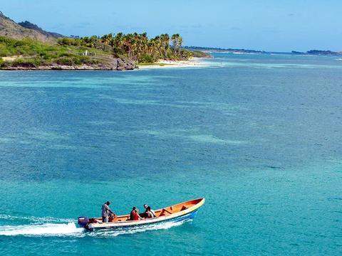 一个能让人身体长高,皮肤变白变美的小岛走红,女游客蜂拥而至