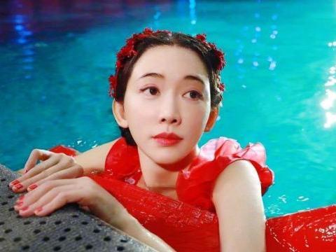 林志玲春晚水上芭蕾惊艳全场,网友:有颜值又有才!