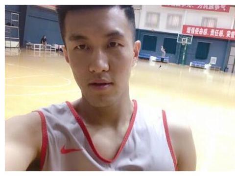 易建联周鹏后谁是男篮队长?北京硬汉已获肯定,新疆队魂让人惋惜