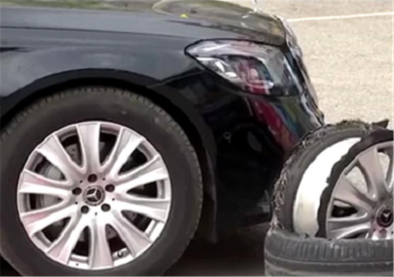高速开37公里的奔驰S级,轮胎和轮毂分离!4S店:修或者二手回收