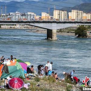"""西藏民众迎传统""""沐浴节"""""""