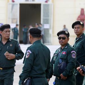 霸权主义的手伸得真长,柬埔寨刚发表声明,警告美国不要干涉内政
