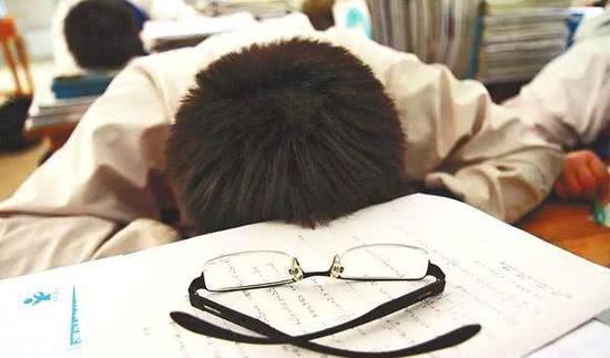 上海高管家长透露:我月入3万,却养不起一个在暑假补课的孩子!