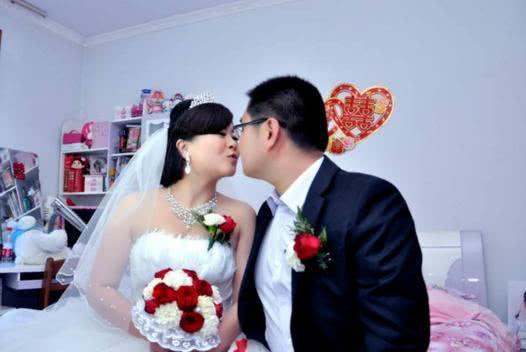 弟弟结婚,吝啬老公随礼三万,临走时他又要回,我气得脸发紫