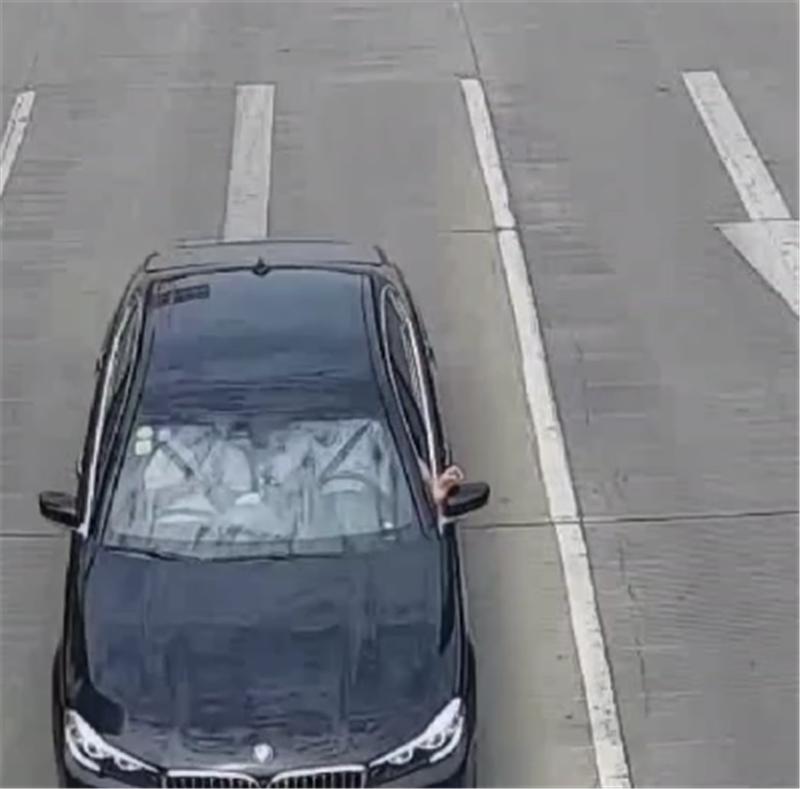"""""""嚣张""""宝马7系车主,车价81万,开车时一行为,直接被罚50扣2分"""