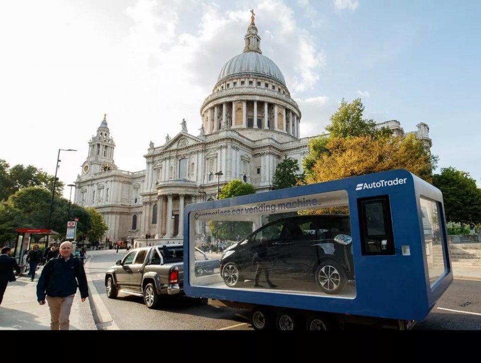 来看看国外街头的汽车自动售货机,买车就像买可乐