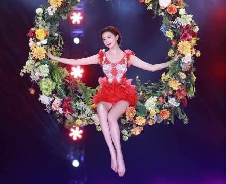 转发这条人形锦鲤!44岁林志玲跳完芭蕾从花环上高空跳水接着水上