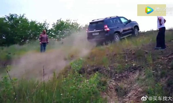 视频:进口普拉多越野能力有多强?一个土坡让它现形,只能靠人推