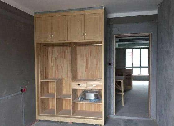 衣柜万万别装顶柜了,木工说出实话,住半年缺点就出来了