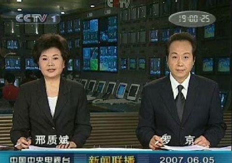 他主持26年新闻联播从未缺席,也从未失误,24岁的儿子活成了他!