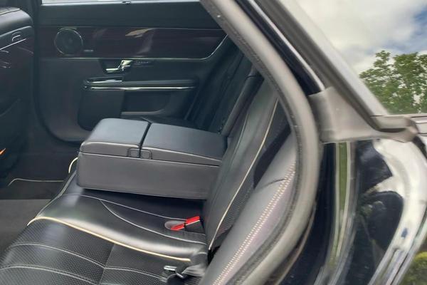 视频:捷豹XJL后备厢、后排、前排空间演示