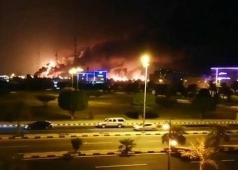 10架无人机夜袭沙特,致产能一半瘫痪,美国:能让全球渡过难关
