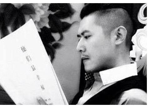"""曾和何炅、汪涵齐名,改行后成""""败家子"""",39岁至今单身"""
