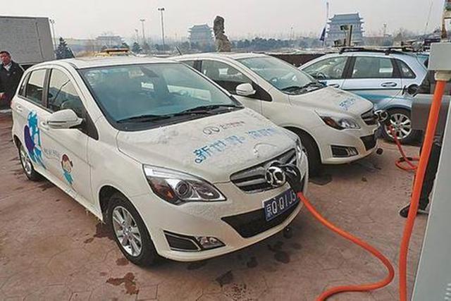 第一批新能源汽车即将下岗,车主:开不动卖不掉,真得很无奈