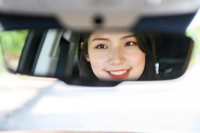 美女车主自驾全新一代唐DM 一场发现美的探索之旅