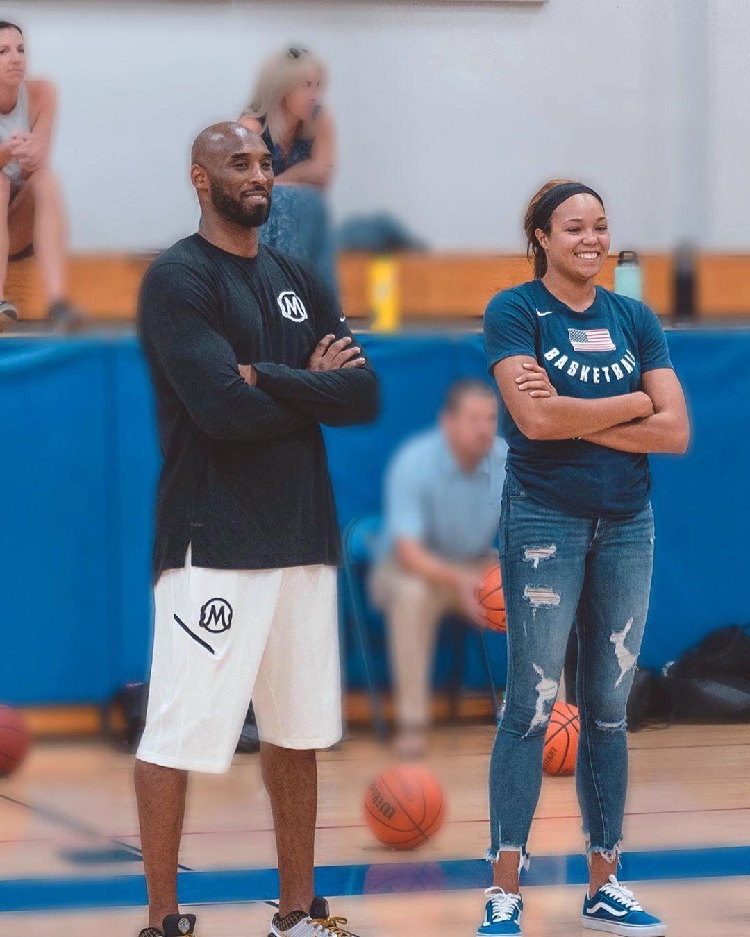 望女成凤!科比二女儿吉安娜合影WNBA最佳新秀 没儿子靠女儿接班