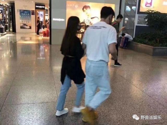 狗粮直播!全世界都在偶遇李荣浩和杨丞琳登记结婚
