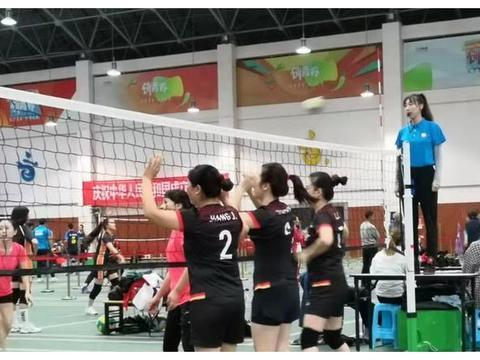 简阳市代表队在成都市第三届气排球邀请赛上创佳绩
