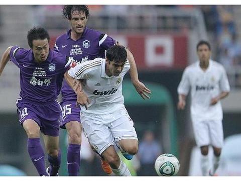 天津泰达连进三球,上海申花0-3天津泰达