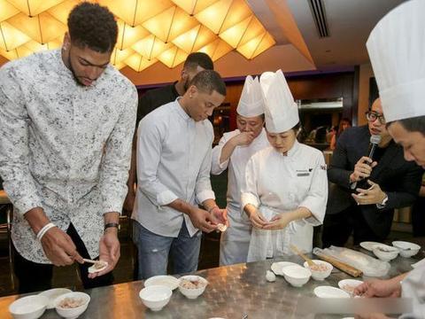 NBA球星也过端午节?戈登包粽子划龙舟,麦迪和米切尔也参与过