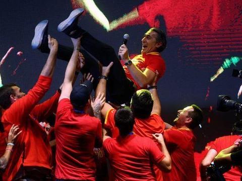 国王表彰+花车游行!西班牙夺冠享无上荣耀,球迷向中国表达谢意