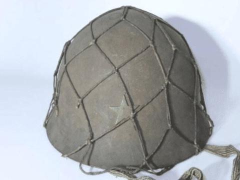 二战时,日本鬼子钢盔上的一层网,为啥能让日军减少几万伤亡?