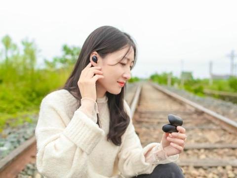 真无线耳机黑马,系飞傲子品牌,高通方案翡声EW1刷新性价比底限