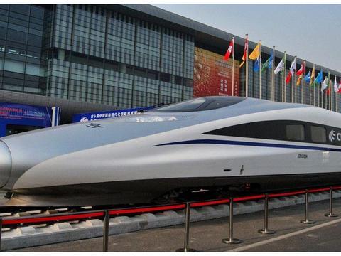 外国人对中国高铁既好奇又羡慕,体验一番后,却指出了两个缺点