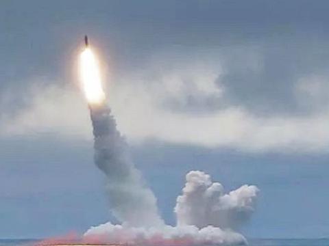 美刚发射4枚洲际导弹,俄威力最大导弹就蓄势待发!美:保持克制