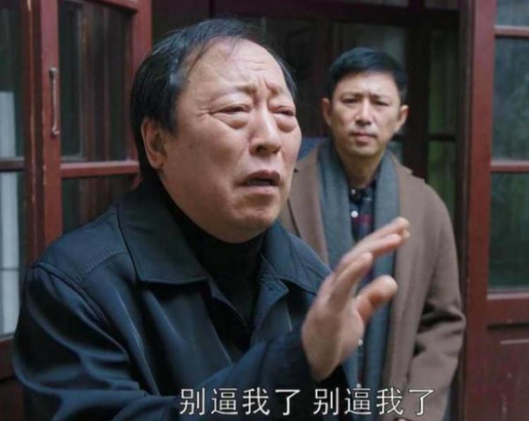 59岁倪大红被美女敬酒,开口便是蔡根花宝贝,诙谐幽默笑翻全场