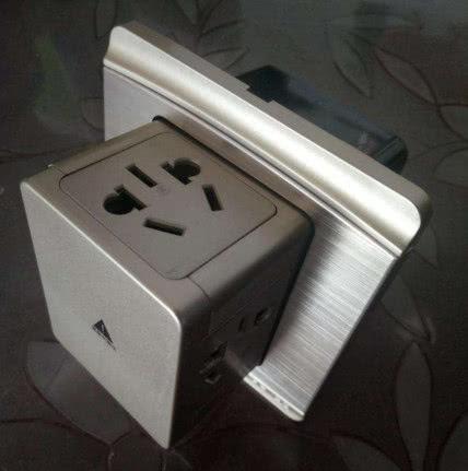头一次见厨房装这种插座,省地方又插孔多,电器再多也不用怕