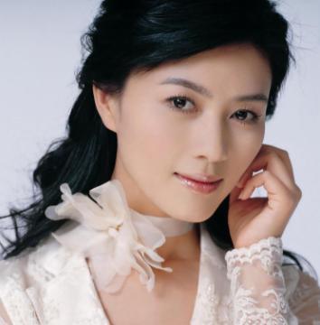 她是演员田海蓉,刘晓庆汤唯都当过她配角,如今的她成为了女强人