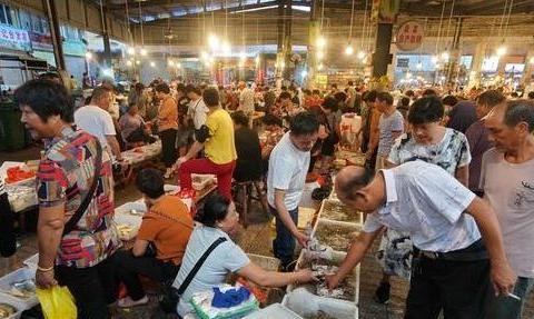 三沙市场遇渔民卖黄花鱼,出海五小时拉九网才捕五条,500元一斤