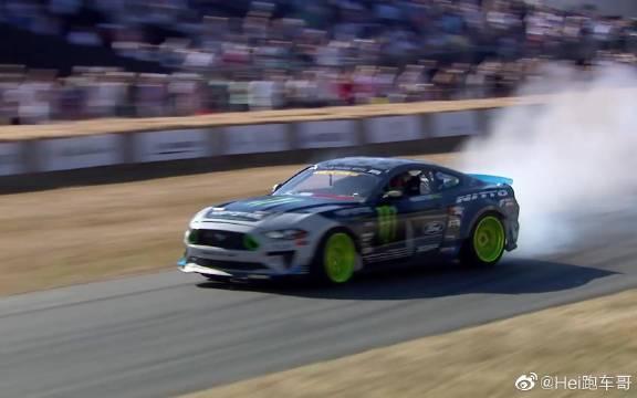 视频:汽车视频:沃恩基丁的 Mustang 漂移表演